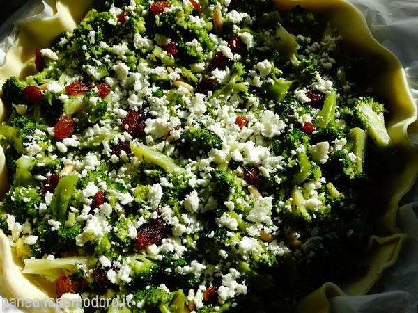 torta-salata-broccoli-feta-uvetta