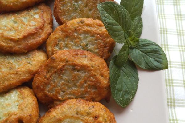 ricetta frittelle di cipolla e menta
