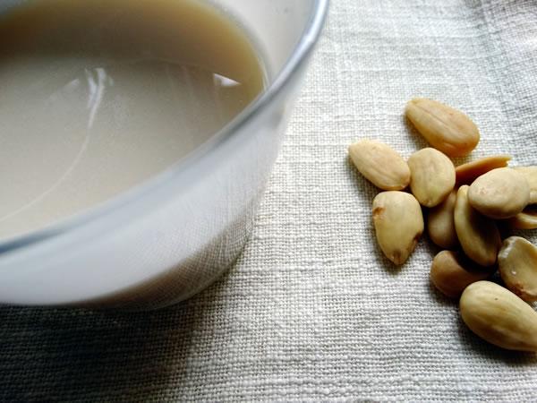 ricetta latte di mandorle