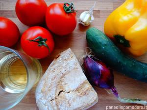 ingredienti per fare il gazpacho andaluso