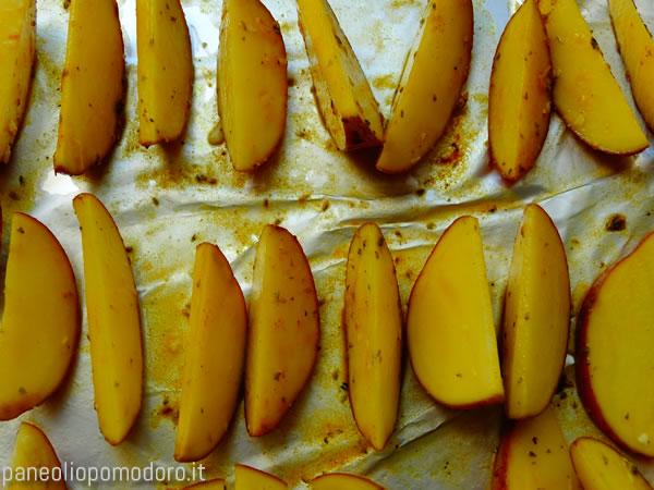 cuocere in forno appoggiando le patate sulla buccia