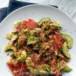 Insalata di avocado, barbabietola e pompelmo