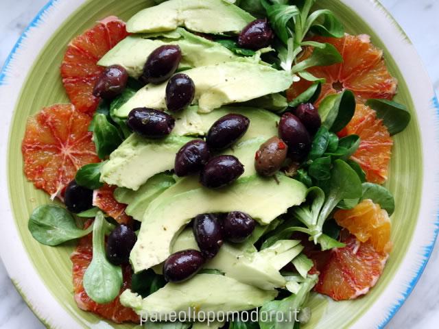 insalata di arance, avocado e olive