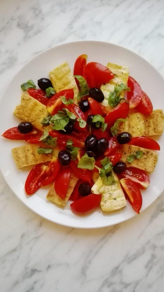 Caprese di tofu e pomodorini