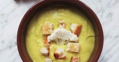 zuppa vegetale di cavolfiore e zenzero