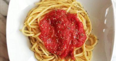 spaghetti con salsa di pomodoro