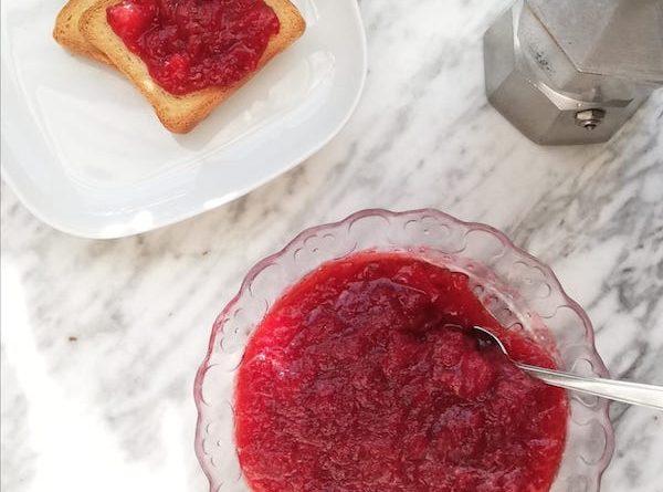 marmellata di fragole confettura